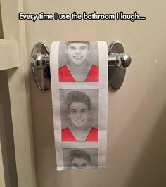 That's hilarious, because I think Justin Bieber comes across as a complete and total asshole when he's featured in the media. Justin Beiber Memes, Justin Bieber, Toilet Paper Humor, Funny Jokes, Hilarious, Bizarre, Cards For Friends, Funny Photos, Meme Pictures