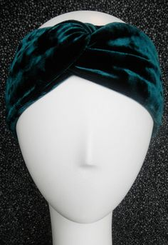 Velvet Turband in Emerald by Gold Saturn