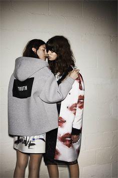 MSGM lesbiana otoño 2014 campaign3 de MSGM Fall 2014 Campaña Características Pairing Lesbianas con Antonina y Kate B.