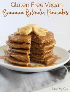 Vegan Banana Pancakes with Protein Syrup (Gluten Free Recipe) These delicious vegan banana pancakes are topped with tasty peanut butter protein syrup for ultimate flavour! Please note: the cook time is for the whole batch of batter, using a single pan. Vegan Baked Oatmeal, Vegan Oatmeal Cookies, Vegan Banana Pancakes, Vegan Overnight Oats, Blender Pancake Recipe, Vegan Pancake Recipes, Delicious Vegan Recipes, Vegetarian Recipes, Healthy Recipes