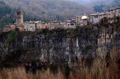 Castell follit de la roca - La Garrotxa WELCOME TO SPAIN! FANTASTIC TOURS AND TRIPS ALL AROUND BARCELONA DURING THE WHOLE YEAR, FOR ALL KINDS OF PREFERENCES. EKOTOURISM: https://www.facebook.com/pages/Barcelona-Land/603298383116598?ref=hl