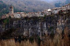 Castell follit de la roca - La Garrotxa