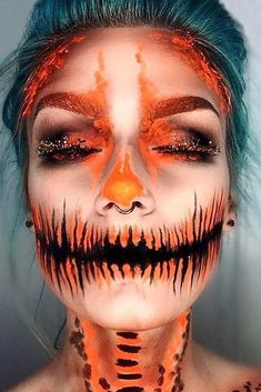 Pumpkin Carving Makeup Idea If you want to be a star of Halloween party it's already time for preparing. Have you thought about your Halloween look? Happy Halloween, Couples Halloween, Scary Halloween, Pretty Halloween, Spooky Scary, Creepy, Halloween Party, Halloween Costumes, Beautiful Halloween Makeup