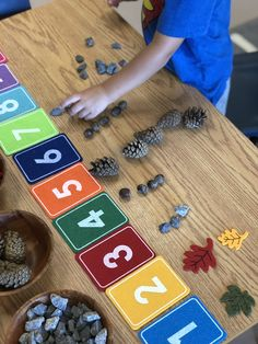What a great fall math center for reinforcing counting. Maths Eyfs, Kindergarten Math Activities, Preschool Classroom, Learning Activities, Preschool Activities, Kids Learning, Numeracy, Diy Montessori, Early Years Maths