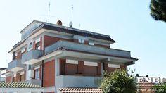 #ATTICO VISTA #MARE   Vicino al centro, in palazzina rivestita a cortina con condominio, in #vendita a #Lavinio.