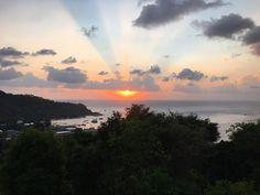 Sunsets on Koh Tao are so beautiful!Perfect to end the day at a viewpoint #kohtao #thailand #sunset #viewpoint #tropicalisland #divemaster #danishgirl #swedishgirl #crohns #crohnsdisease #crohnsfighter #travelingwithcrohns #happy #positiveenergy #lifeisgood #livinglife #happydays #goodtimes #beautiful #instadaily #instapic #picoftheday by idueen