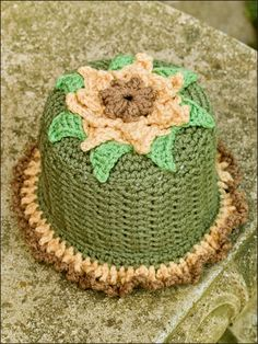 Bathroom Blossoms toilet tissue toppers. Pattern from e-patternscentral.com. crochet Crochet Cozy, Crochet For Kids, Crochet Dolls, Crochet Hats, Tissue Box Covers, Tissue Boxes, Crochet Organizer, Crochet Kitchen, Toilet Paper Roll