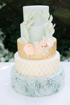 Blue and gold wedding cake | Photography: Anouschka Rokebrand - http://anouschkarokebrand.com/ #ModernWeddingIdeas