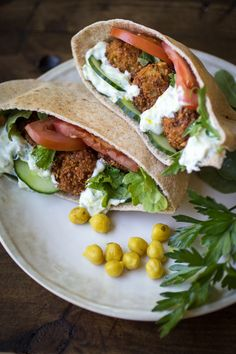 These flavorful pitas are stuffed with spiced falafel and crisp vegetables, then topped with a creamy, refreshing tzatziki sauce. Vegan Vegetarian, Vegetarian Recipes, Cooking Recipes, Healthy Recipes, Great Vegan Recipes, Tzatziki Sauce, Falafel Pita, Falafels, Falafel Sandwich