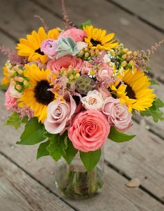 Summer wedding bouquet Coral roses and sunflowers – Outdoor Wedding Decorations 2019 Rustic Bouquet, Rustic Wedding Flowers, Floral Wedding, Gold Wedding, Elegant Wedding, Table Wedding, Sunflowers And Roses, Coral Roses, Summer Wedding Bouquets