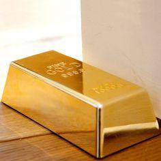 Mit Goldbarren - Türstoppern wird sofort klar: Hier wohnt jemand, der auf der Butterseite zuhause ist. Goldbarren als Türstopper - ein Hauch von Dekadenz.