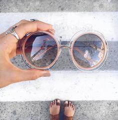 Bom dia!!! ☀️ Toque de cor e de charme com Chloé Carlina  @amandacoutinhor  #envyotica #chloe #carlina #chloecarlina #sunglasses #sunnies #oculos