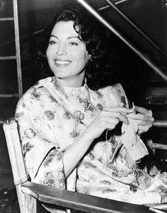 Ava Gardner knitting
