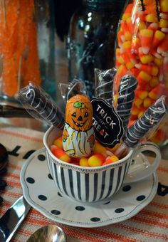 An easy and fun Halloween treat for little ghouls and goblins!   Source: www.homeiswheretheboatis.net