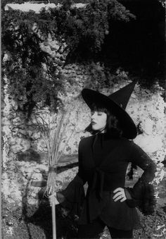 Rose McDowall from Strawberry Switchblade, In2aCircle, Church Of Raism '9.3'Current'9.3' Death In June, C0IL, Nature And Organisation, Naevus, Sorrow, Spell, ...