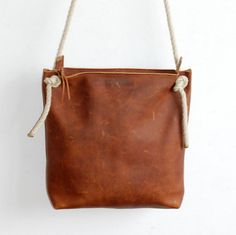 Leather Zip Bag - Crossbody Bag - Shoulderbag - Robusto cognac colored