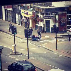 2 men fighting outside The Sun Inn, Bethnal Green Rd #bw @blackwhitepins