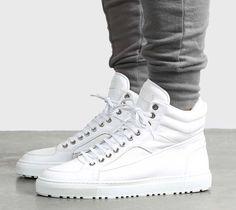 Dieser schöne Sneaker kommt aus Amsterdam und rückt dem Air Force 1 mächtig auf die Pelle. Hier entdecken und kaufen: http://sturbock.me/NdH