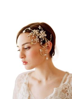 Crystal Chain Rhinestones Head Piece (2451)  £85.00  A delicate and elegant crystal rhinestones wedding headpin by Elliot Claire. A beautiful crystal bridal headband with a flowery accent. This simple yet ornate headband sits on a 0.3mm wide gold copper wire and you can position just above your hairline like a tiara for a more classic bridal look. Ideal for classic brides looking for a wedding headpiece that combines vintage glamour with contemporary style.