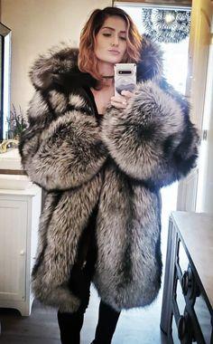 Gothic Corset, Gothic Lolita, Victorian Gothic, Gothic Girls, Steampunk Fashion, Gothic Fashion, Fox Fur Coat, Fur Coats, Fabulous Fox