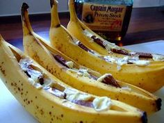 BBQ Bananas with chocolate and rum, a delicious dessert from the barbecue. Soirée Bbq, Bbq Meat, Barbecue Recipes, Bbq Grill, Grilling Recipes, Weber Grill, Weber Bbq Recipes, Bbq Party, Bbq Deserts