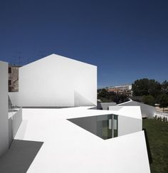 House in Alcobaça by Aires Mateus