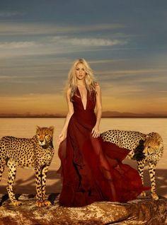 Shakira lanza un nuevo perfume con aire oriental y salvaje.