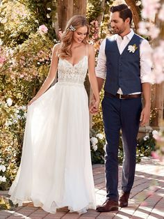 Simplicity shows your real beauty.| bride and groom | | wedding | | romantic couple | | wedding photography | #brideandgroom #wedding #weddingphotography https://www.modernromancetravel.com/