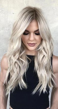 Ideas to go blonde - long icy balayage If you are looking for ideas to go blonde, you are in the right place. I have selected over 80 ideas that will help you pick the short balayage hairstyles Blonde Wavy Hair, Icy Blonde, Bright Blonde, Platinum Blonde Hair, Short Blonde, Going Blonde, Short Wavy, Natural Ash Blonde, Blonde Bangs