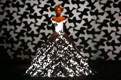 Hi-Tech Fashion: Dress Projection Mapping - My Modern Metropolis  http://www.mymodernmet.com/profiles/blogs/franck-sorbier-haute-couture-fall-winter-2012-2013