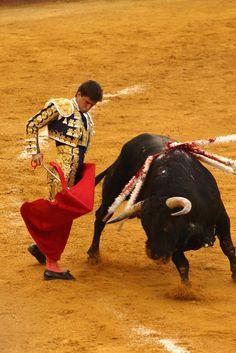 EL PUERTO   Toros en la Plaza Real. El Juli rematando con un trincherazo