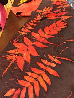 Eco-printing and dyeing with sumac leaves -- Robbin Firth's HeartFeltSilks dyeing and feltmaking studio in Wisconsin Shibori, Fabric Painting, Fabric Art, Textile Prints, Textile Art, Textile Dyeing, Dyeing Fabric, Natural Dye Fabric, Natural Dyeing