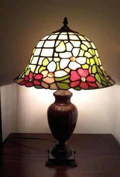 Abat jour da comodino stile liberty. | Lampade Tiffany e oggetti in ...