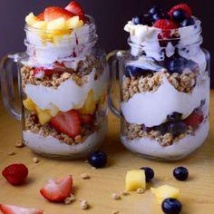 3 Easy Weekend Parfait Combos – Meal Prep on Fleek™ - Snacks Healthy Breakfast Recipes, Healthy Drinks, Healthy Snacks, Snack Recipes, Cooking Recipes, Parfait Recipes, Smoothie Recipes, Smoothies, Fruit Parfait