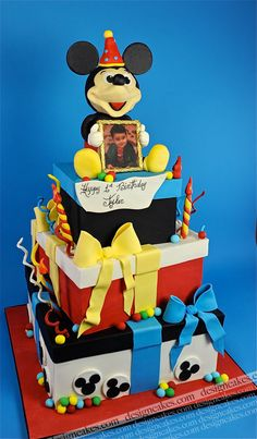 Mickey mouse cake | by Design Cakes