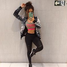 Só pra deixar registrado que hoje tá pago! Cute Workout Outfits, Workout Attire, Sporty Outfits, Cool Outfits, Fashion Outfits, Gym Outfits, Look Legging, 6 Pack Abs Workout, Fitness Motivation