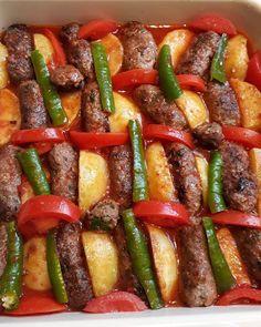 "2,979 Beğenme, 15 Yorum - Instagram'da Gülcihan Koyun (@anayemekler): ""@esenclb . . 🌿İzmir köfte🌿 🌿Yarim kg kiyma  1 sogan  1 yumurta  3 kasik galete unu  Maydanoz…"" Kung Pao Chicken, Ratatouille, Ethnic Recipes, Instagram, Food, Essen, Meals, Yemek, Eten"