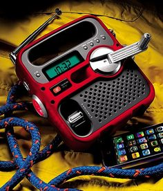 Etón Solarlink Self-Powered Digital AM/FM/NOAA Radio With Solar Power, Flashlight And Cell Phone Charger