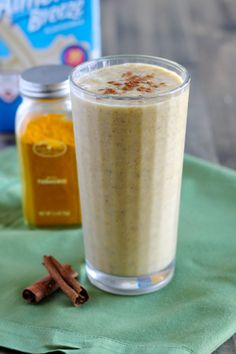 Healthy Smoothies Chia Seed and Turmeric Smoothie Recipe - Turmeric is a powerful spice, with incredible detoxifying abilities! This turmeric smoothie is the healthiest way to start your day. Turmeric Drink, Turmeric Smoothie, Turmeric Recipes, Juice Smoothie, Smoothie Drinks, Smoothie Detox, Detox Soup, Rutabaga Recipes, Watercress Recipes