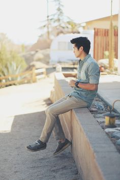 FASHION BLOGGER - peteradrian ; . Peter of The Hobbyists. Besides showcasing some stellar photography (we can thank girlfriend Bethany for some of it), Peter of the Hobbyists has a sort of California cool-casual style that we think could be very inspirational to anyone seeking an easygoing kind of dapper. Not much of a suit guy, Peter dresses up jeans, sneakers and tees like no other.