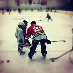 Ben Smith takes some time to hang out at the #Blackhawks Youth Hockey Camp in Rolling Meadows. What a guy.