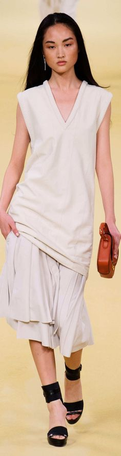 Hermès  Collection Spring 2015 Fashion Walk, High Fashion Outfits, Womens Fashion, Hermes, White Clothing, White Chic, Classic Style Women, Fashion Seasons, Couture Collection