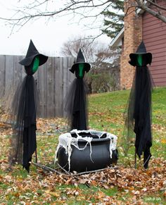 DIY Halloween Decorations - 3 Witches and a Cauldron - Scratch and Stitch DIY Halloween DIY Halloween Decorations: Includes FREE Witch Hat Pattern Spooky Halloween, Halloween Veranda, Halloween Outside, Halloween Yard Decorations, Halloween Party Decor, Holidays Halloween, Halloween Crafts, Halloween Witch Costumes, Diy Witch Costume