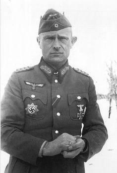 """1943, Russie, Stalingrad, Portrait du """"Generalleutnant"""" Heinrich-Anton Deboi POW, Kommandeur der 44. Infanterie-division, réalisé après sa capture   Nommé """"Generalleutnant"""" le 1er décembre 1942, il porte encore sur ce cliché pris en février 1943 son grade précédent de """"Generalmajor"""""""