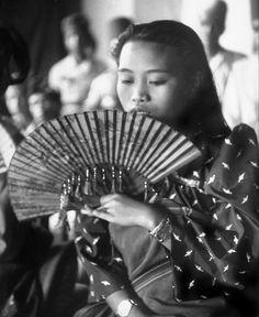 Joshua saved to loveA Moro dancing girl doing fan dance, Southern Philippines 1949 - Philippines People, Visit Philippines, Philippines Culture, Philippines Travel, Filipino Art, Filipino Culture, Philippine Holidays, Filipina Beauty, Filipiniana