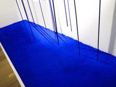 Table bleue yves klein art photography pinterest tables apartment ideas and apartments - Kleine swimmingpools ...