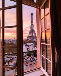 Travel Discover Eiffel Tower from Shangri-La Hotel Paris. Tour Eiffel, Torre Eiffel Paris, Paris Eiffel Tower, City Aesthetic, Travel Aesthetic, Best Paris Hotels, Hotel Paris, Paris City, Paris Opera House