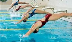 mulheres mergulhando na piscina - Foto: Getty Images