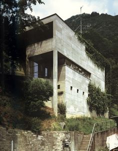Luigi Snozzi - Casa Kalmann, Brione sopra Minusio From my office archives, source unknown. Gothic Architecture, Residential Architecture, Amazing Architecture, Architecture Details, Interior Architecture, Interior Design, Luigi Snozzi, Prison, Concrete Houses
