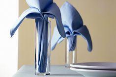 La tradizione di inserire il tovagliolo nei bicchieri o sul piatto è di origine francese
